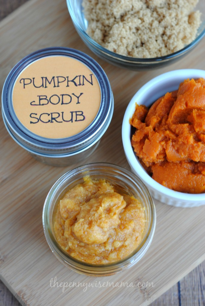 This Homemade Pumpkin Body Scrub smells amazing and leaves your skin feeling soft and smooth!