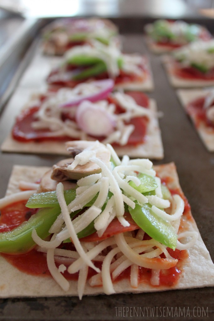 Homemade Mini Pizzas - Quick, Easy & Kid-Friendly