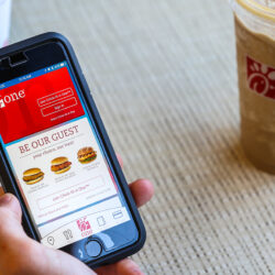 How to Save Money Using Your Favorite Food Apps