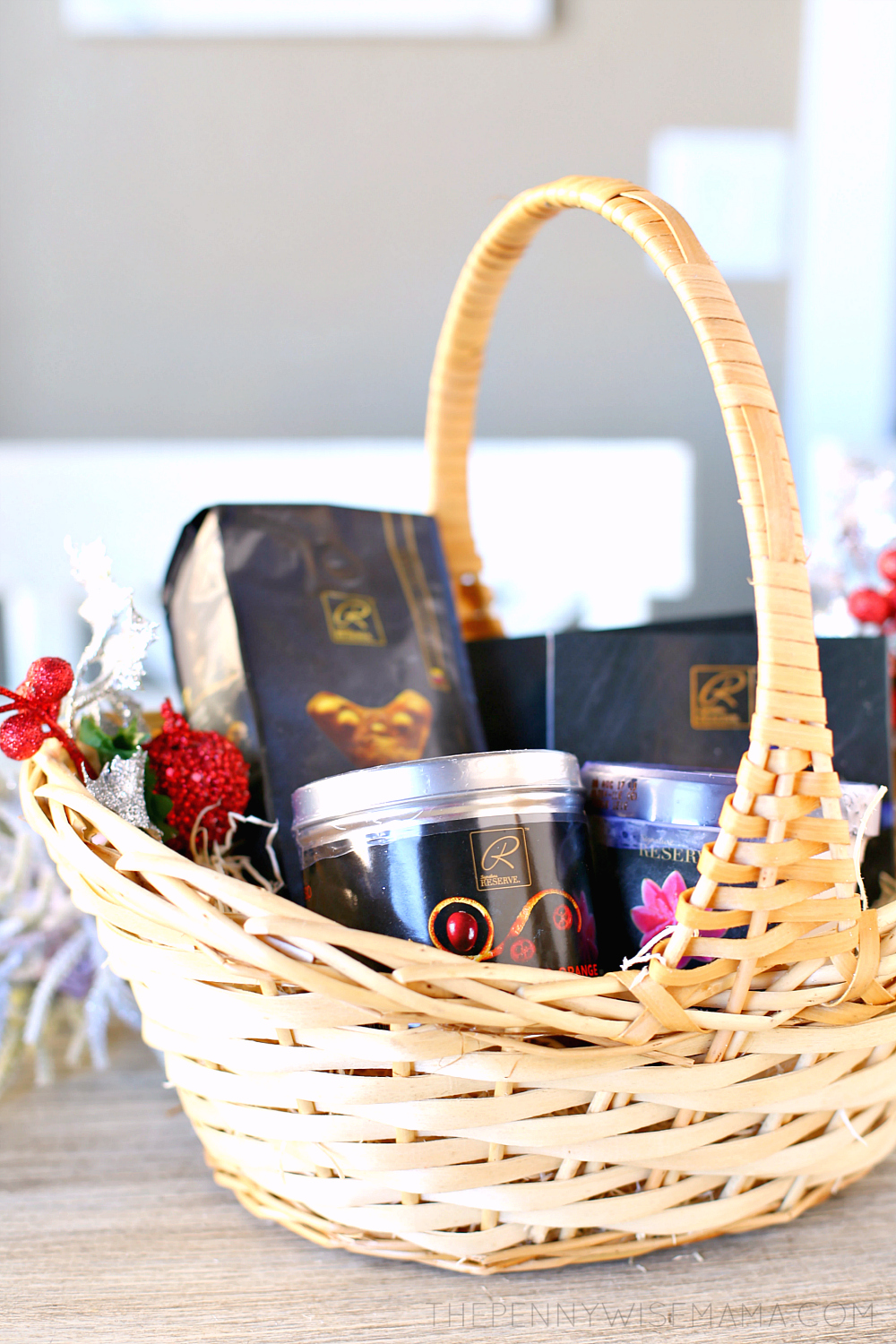 How to Make A Holiday Gift Basket